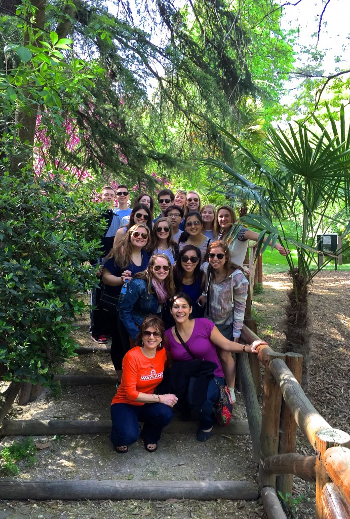 Wayland students at Madrid's gorgeous Parque del Buen Retiro.